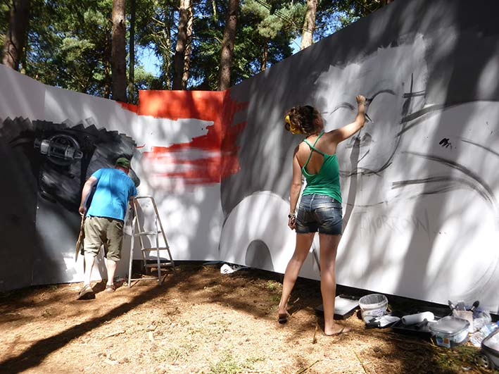 Mishfit Painting Latitude Festival with Dale Grimshaw